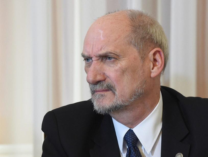 Minister obrony Antoni Macierewicz /Radek Pietruszka /PAP