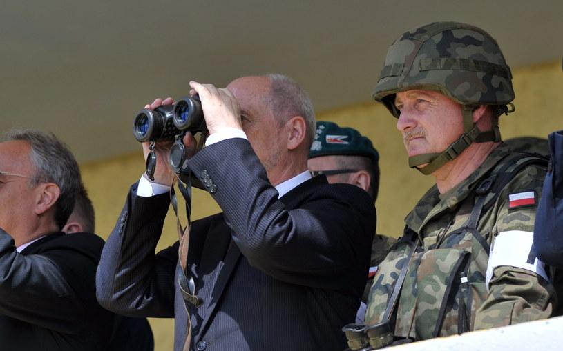 Minister obrony narodowej Antoni Macierewicz obserwował ćwiczenia Anakonda /Marcin Bielecki /PAP