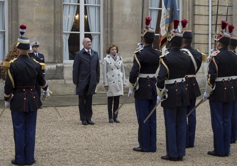 Minister obrony narodowej Antoni Macierewicz oraz minister ds. sił zbrojnych Francji Florence Parly /Robert Suchy/ MON /PAP/EPA