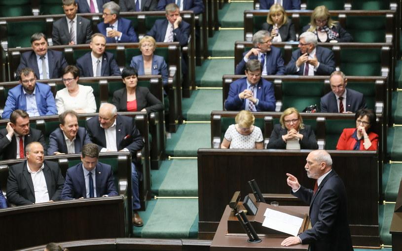 Minister obrony narodowej Antoni Macierewicz podczas posiedzenia Sejmu /Paweł Supernak /PAP