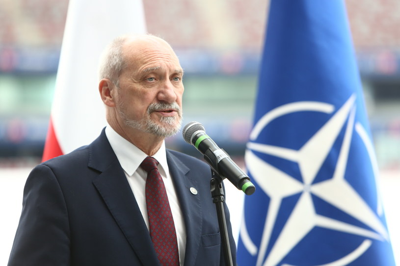 Minister obrony narodowej Antoni Macierewicz /Leszek Szymański /PAP