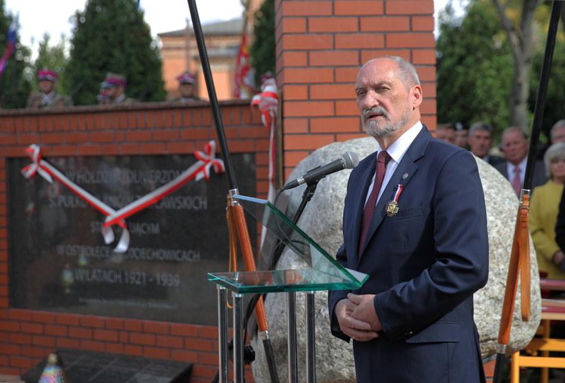 Minister obrony narodowej Antoni Macierewicz /Tomasz Waszczuk /PAP