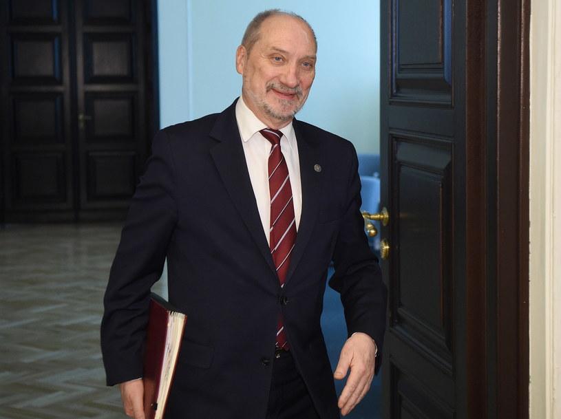 Minister obrony narodowej Antoni Macierewicz /Radek Pietruszka /PAP