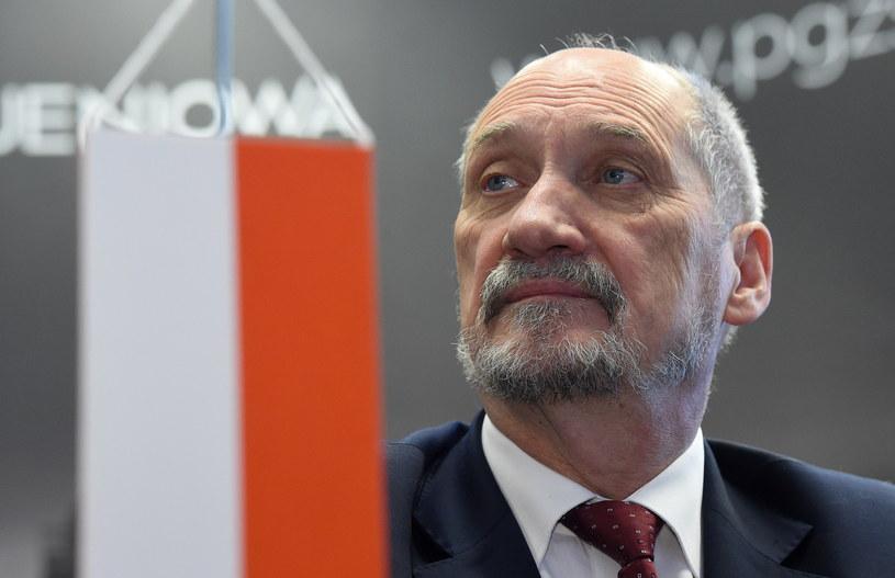 Minister obrony narodowej Antonii Macierewicz /Radek Pietruszka /PAP