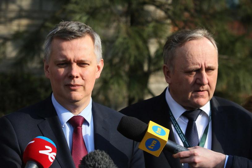 Minister obrony narodowej Tomasz Siemoniak i gen. Bogusław Pacek /Tomasz Gzell /PAP