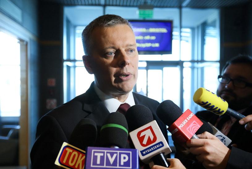 Minister obrony narodowej Tomasz Siemoniak przed wylotem na szczyt NATO /Paweł Supernak /PAP
