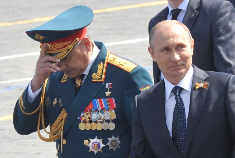 Minister obrony Siergiej Szojgu i prezydent Władimir Putin /Wojtek Laski /East News