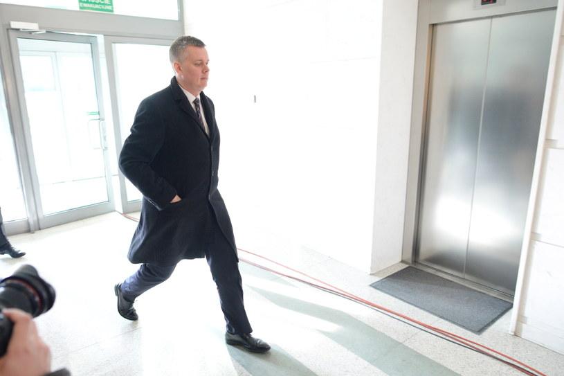 Minister obrony Tomasz Siemoniak w drodze na posiedzenie Rady Bezpieczeństwa Narodowego /Jacek Turczyk /PAP