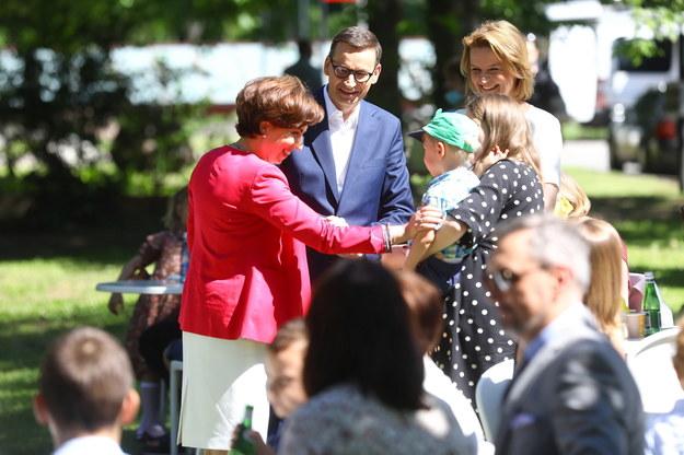 Minister rodziny i polityki społecznej Marlena Maląg i premier Mateusz Morawiecki /Rafał Guz /PAP