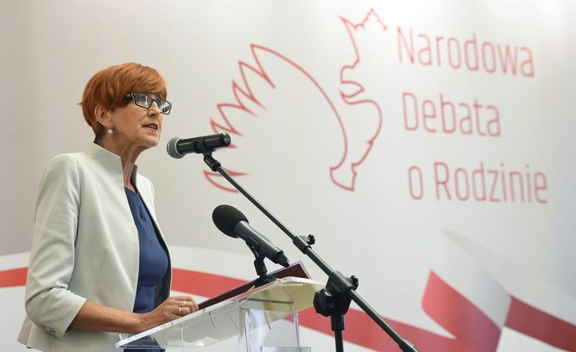Minister rodziny, pracy i polityki społecznej Elżbieta Rafalska podczas Debaty o Rodzinie w Warszawie /Radek Pietruszka /PAP