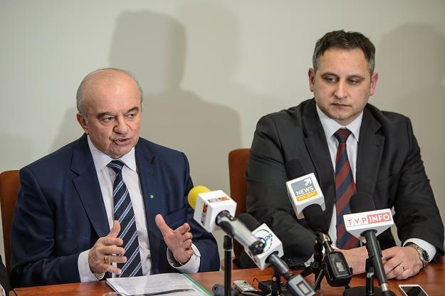 Minister rolnictwa i rozwoju wsi Stanisław Kalemba (L) dzisiaj w Puławach /PAP