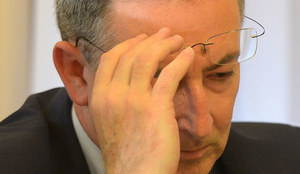 Minister Sienkiewicz pod ostrzałem. Tak się broni
