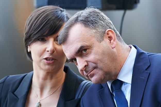 Minister skarbu Włodzimierz Karpiński (P) i prezes Agencji Rozwoju Przemysłu Aleksandra Magaczewska /PAP