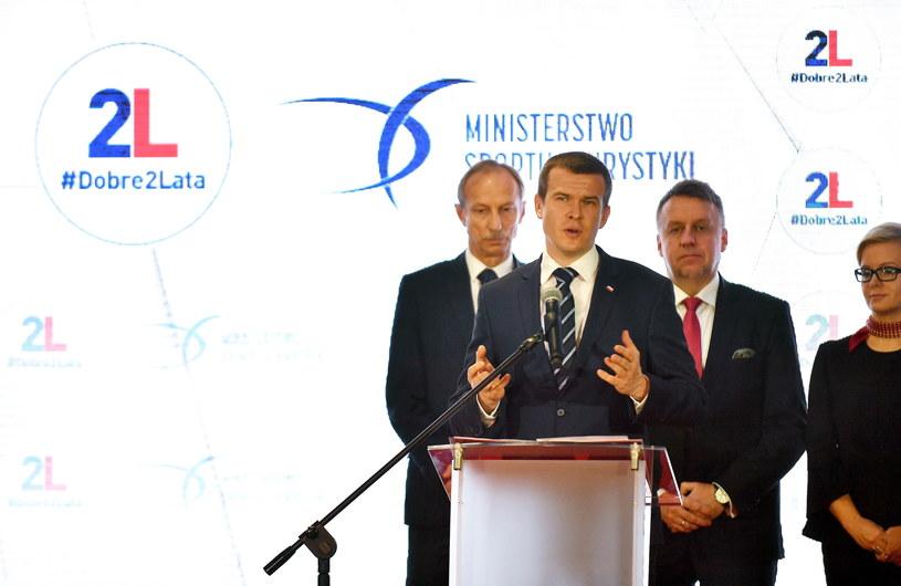 Minister sportu i turystyki Witold Bańka przykręcił kurek z kasą Polskiemu Związkowi Kolarskiemu /Bartłomiej Zborowski /PAP