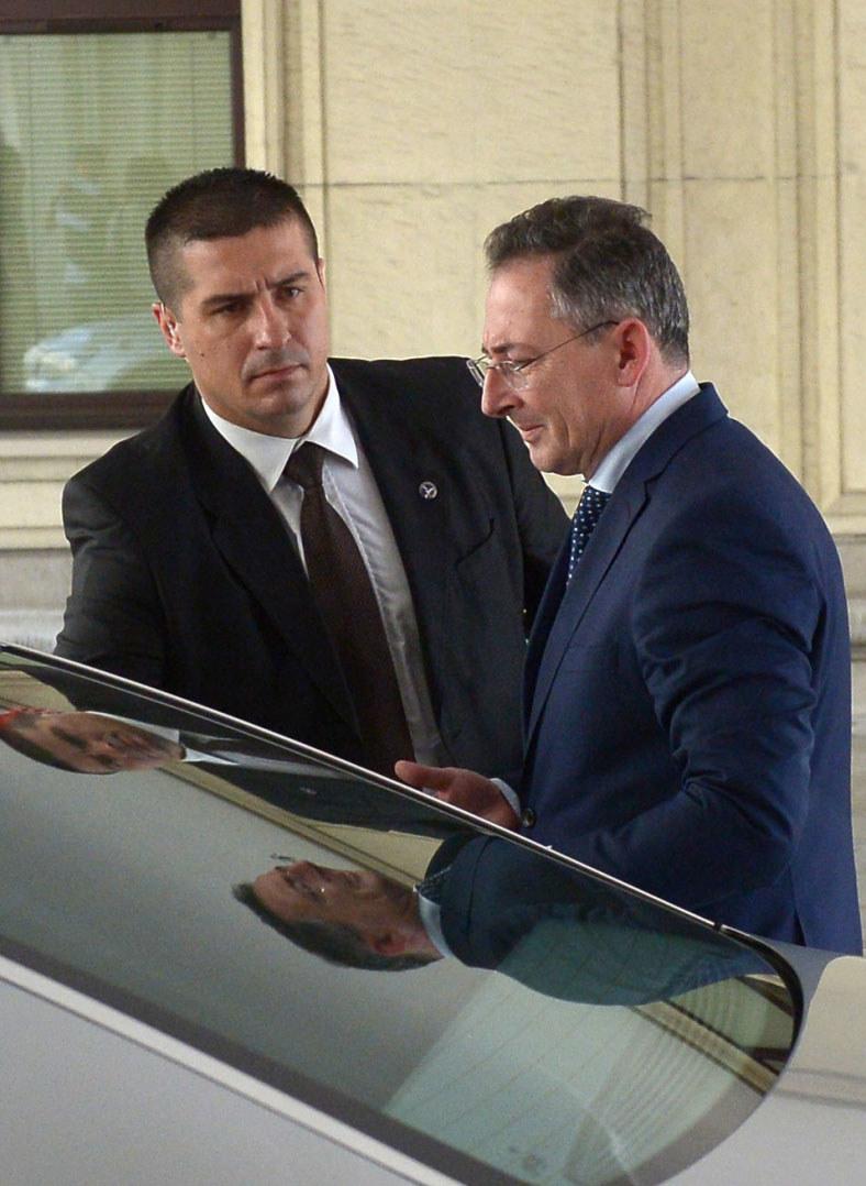 Minister spraw wewnętrznych Bartłomiej Sienkiewicz (P) po posiedzeniu sejmowej komisji spraw wewnętrznych. /Radek Pietruszka /PAP