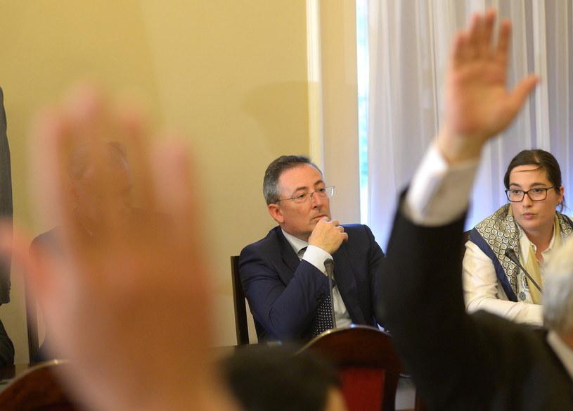 Minister spraw wewnętrznych Bartłomiej Sienkiewicz uczestniczy w posiedzeniu sejmowej komisji spraw wewnętrznych. /Radek Pietruszka /PAP