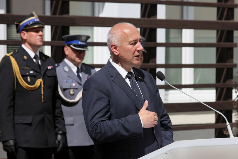 Minister spraw wewnętrznych i administracji Joachim Brudziński podczas spotkania z funkcjonariuszami z garnizonu lubuskiego / Lech Muszyński    /PAP