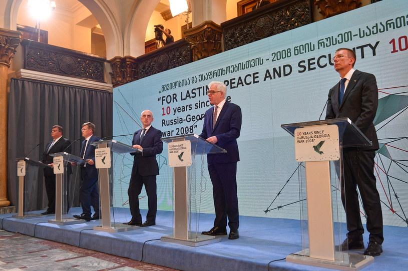 Minister spraw zagranicznych Jacek Czaputowicz (2P), minister spraw zagranicznych Litwy Linas Linkevicius (L), wicepremier Ukrainy Pawło Rozenko (2L), minister spraw zagranicznych Gruzji Dawit Zalkaliani (3L) i minister spraw zagranicznych Łotwy Edgars Rinkevics (L)