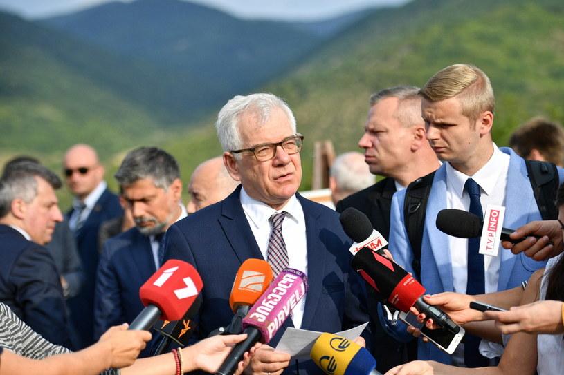Minister spraw zagranicznych Jacek Czaputowicz podczas wizyty na linii rozgraniczenia w okolicy miejscowości Odzisi w Gruzji /Jacek Turczyk /PAP