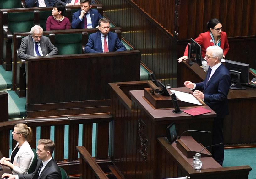 Minister spraw zagranicznych Jacek Czaputowicz wygłasza expose. Miejsce prezesa Jarosława Kaczyńskiego puste /Radek Pietruszka /PAP