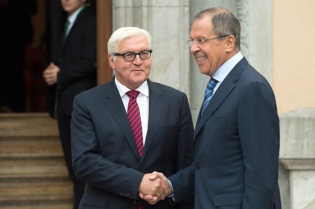 Minister spraw zagranicznych Niemiec Frank-Walter Steinmeier i szef rosyjskiego MSZ Siergiej Ławrow /MAURIZIO GAMBARINI  /PAP/EPA