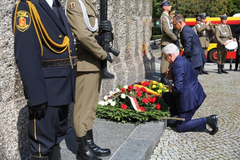 Minister spraw zagranicznych Niemiec Heiko Maas i minister spraw zagranicznych RP Jacek Czaputowicz podczas ceremonii złożenia wieńców pod Pomnikiem Ofiar Rzezi Woli /Rafał Guz /PAP