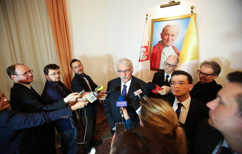 Minister spraw zagranicznych RP Witold Waszczykowski, podczas konferencji prasowej w ambasadzie RP w Watykanie /Leszek Szymański /PAP