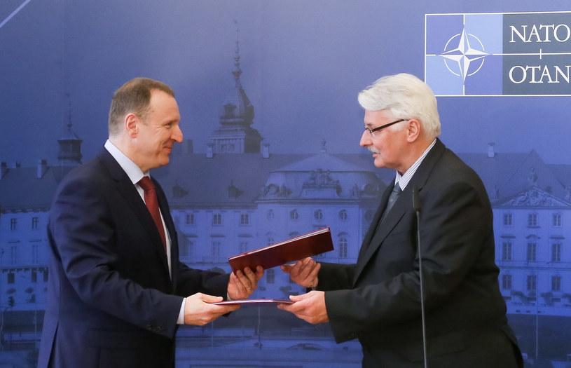 Minister spraw zagranicznych Witold Waszczykowski i prezes TVP Jacek Kurski /Paweł Supernak /PAP