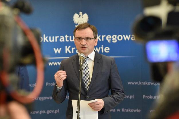 Minister sprawiedliwości i prokurator generalny Zbigniew Ziobro polecił wszcząć śledztwo ws. głośnego w ostatnich dniach wyroku dla Tomasza K., skazanego w 2004 roku na 25 lat więzienia za zabójstwo i zgwałcenie 15-latki /Jacek Bednarczyk   /PAP