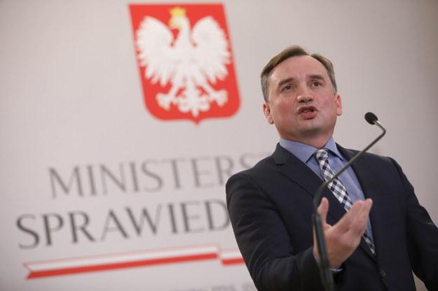 Minister sprawiedliwości, prokurator generalny Zbigniew Ziobro podczas briefingu prasowego / Leszek Szymański    /PAP