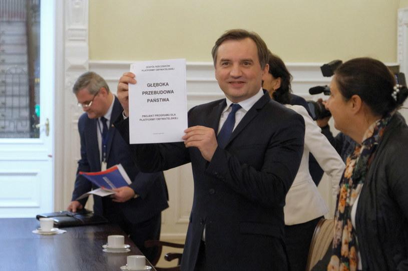 Minister sprawiedliwości Zbigniew Ziobro oraz podczas spotkania z wiceprzewodniczącą Komisji Europejskiej Vierą Jourovą w siedzibie MS w Warszawie /Mateusz Marek /PAP