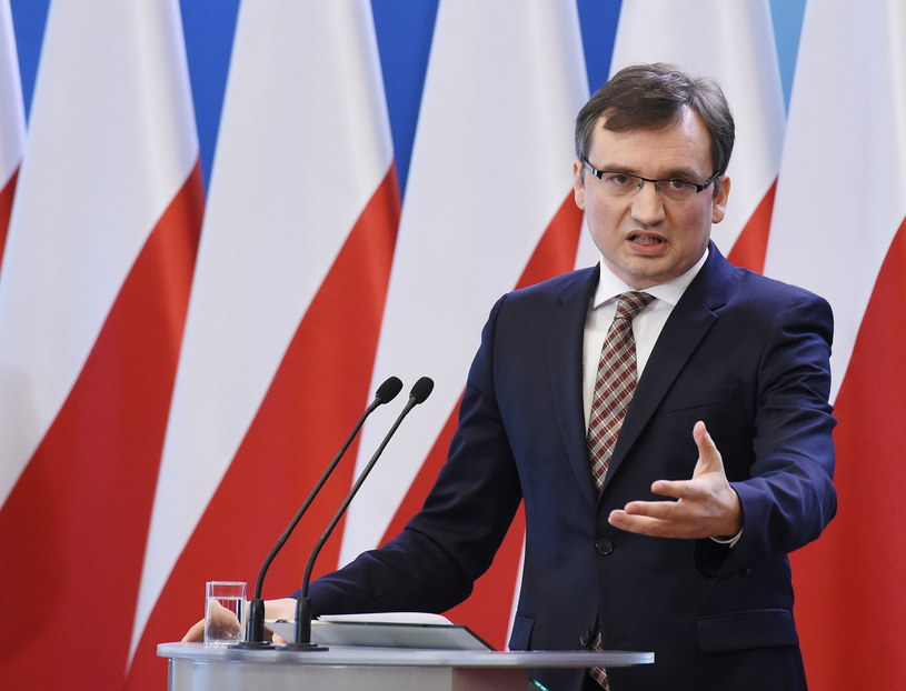 Minister sprawiedliwości Zbigniew Ziobro podczas konferencji prasowej /Radek Pietruszka /PAP