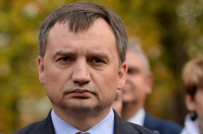 Minister sprawiedliwości Zbigniew Ziobro podczas konferencji prasowej w Brodach / Piotr Polak    /PAP
