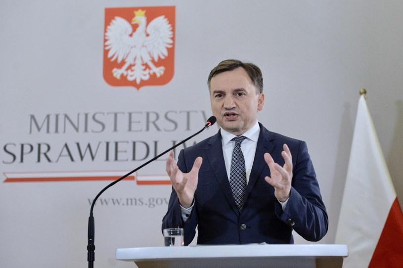 Minister sprawiedliwości Zbigniew Ziobro podczas konferencji prasowej / Jakub Kamiński    /PAP