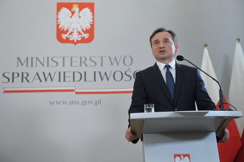 Minister sprawiedliwości Zbigniew Ziobro podczas konferencji prasowej / Radek Pietruszka   /PAP