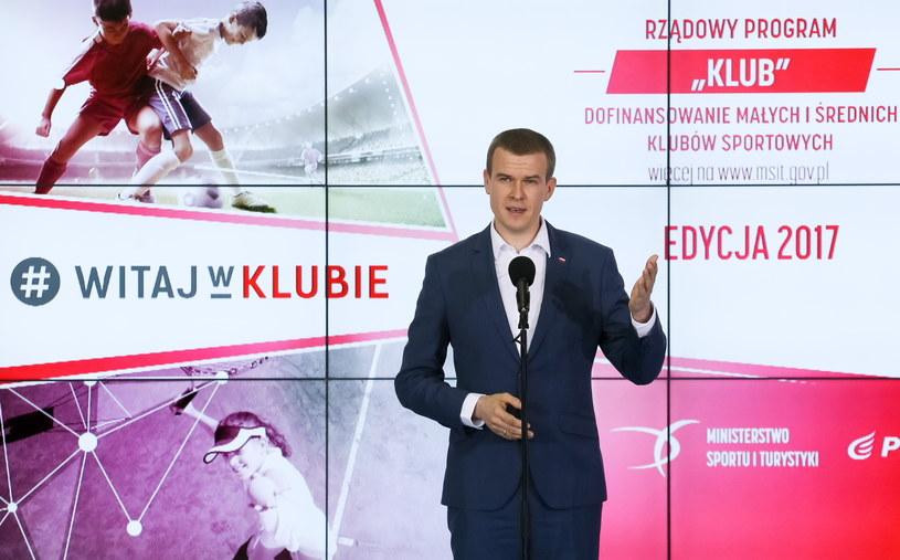 """Minister Witold Bańka podczas prezentacji programu rządowego """"Klub 2017"""". /Paweł Supernak /PAP"""