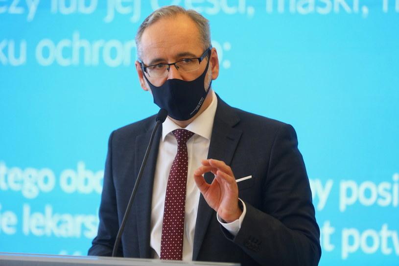 Minister zdrowia Adam Niedzielski podczas konferencji prasowej /Rafał Guz /PAP