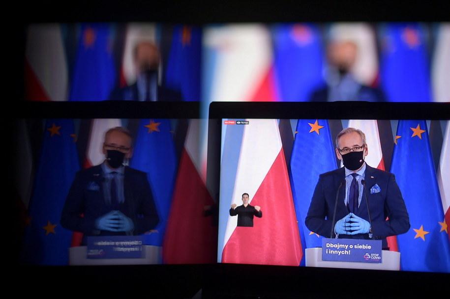 Minister zdrowia Adam Niedzielski podczas konferencji prasowej transmitowanej z siedziby KPRM w Warszawie / Marcin Obara  /PAP