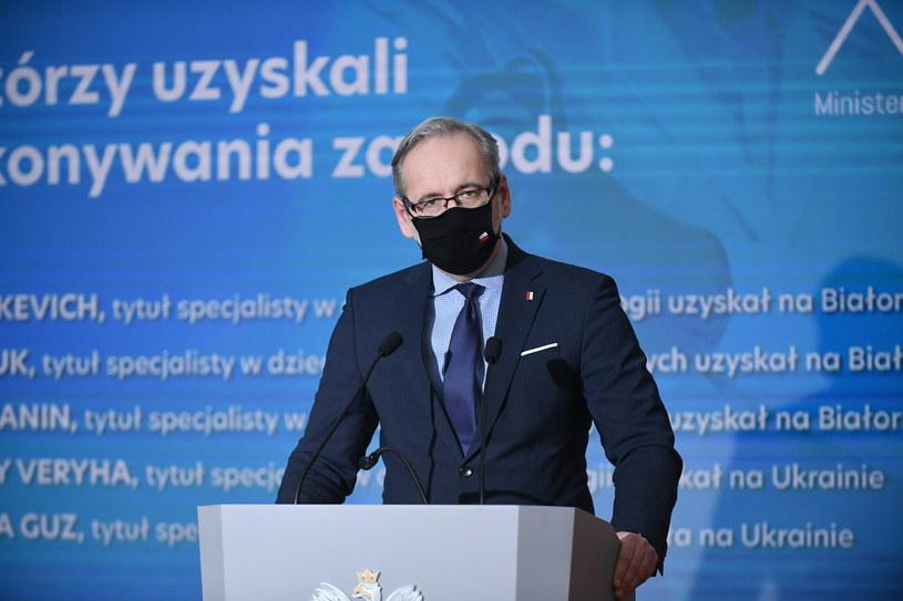 Minister zdrowia Adam Niedzielski podczas konferencji prasowej / Marcin Obara  /PAP