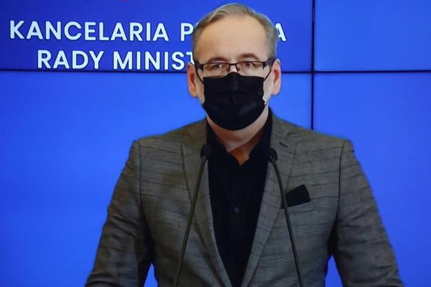 Minister zdrowia Adam Niedzielski podczas konferencji prasowej /Wojciech Olkuśnik /PAP
