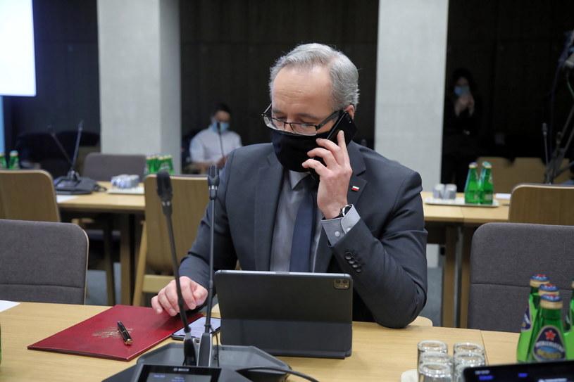 Minister zdrowia Adam Niedzielski podczas posiedzenia sejmowej komisji zdrowia /Wojciech Olkuśnik /PAP