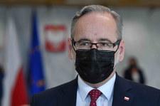 Minister zdrowia Adam Niedzielski złożył wniosek o ściganie osób, które przyszły pod jego dom