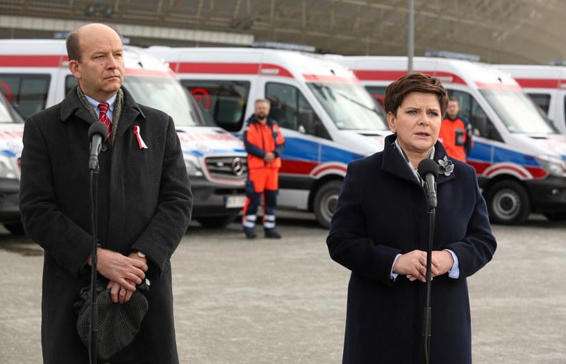 Minister zdrowia Konstanty Radziwiłł (L) i premier Beata Szydło (P) /Stanisław Rozpędzik /PAP