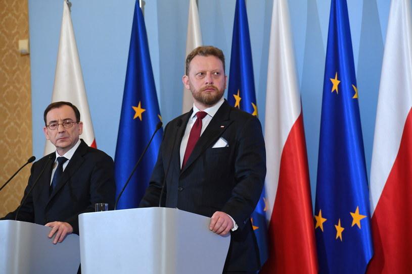 Minister zdrowia Łukasz Szumowski (2L) /Piotr Nowak /PAP