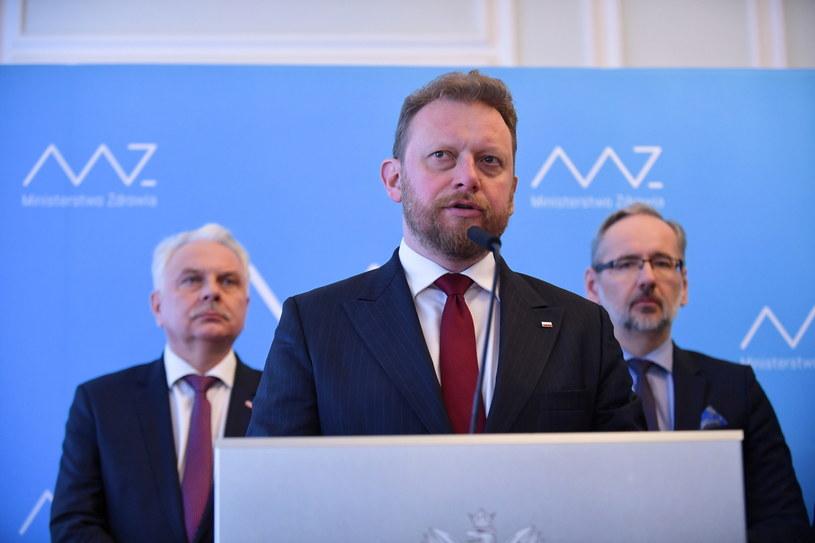 Minister zdrowia Łukasz Szumowski (C) / Marcin Obara  /PAP