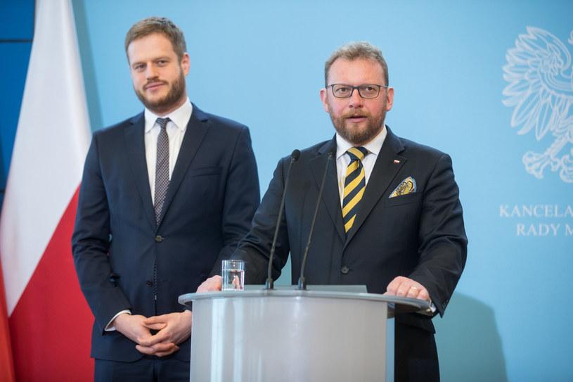 Minister zdrowia Łukasz Szumowski i wiceminister Janusz Cieszyński /Aleksandra Szmigiel /Reporter