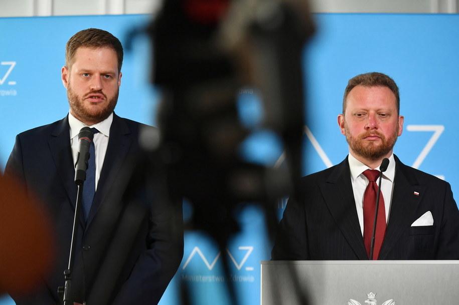 Minister zdrowia Łukasz Szumowski i wiceminister Janusz Cieszyński /Piotr Nowak /PAP