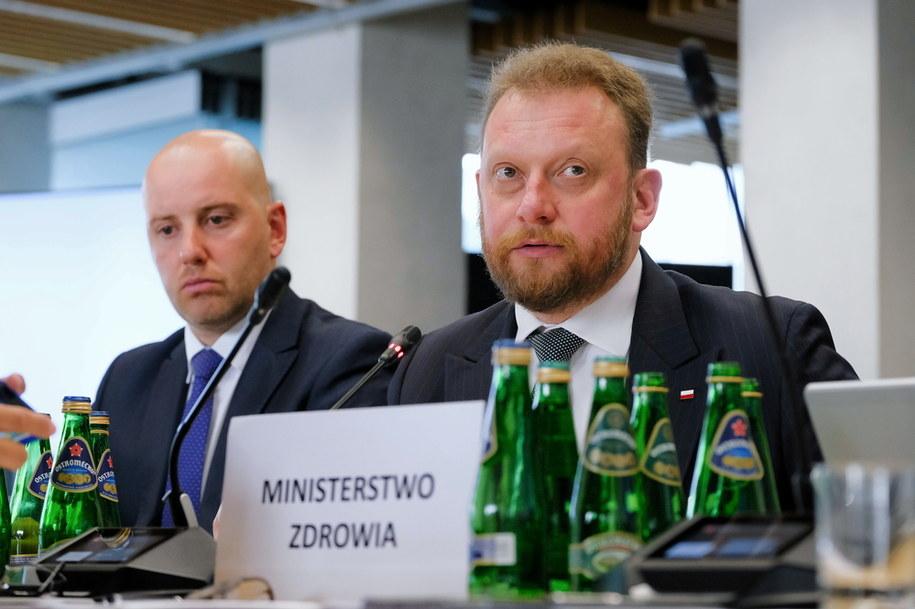 Minister zdrowia Łukasz Szumowski i wiceminister zdrowia Sławomir Gadomski podczas posiedzenia sejmowej Komisji Zdrowia /Mateusz Marek /PAP