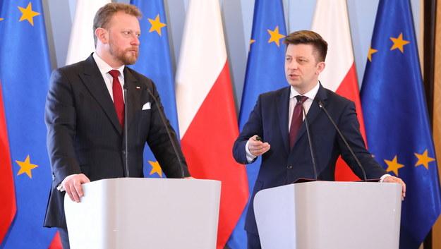Minister zdrowia Łukasz Szumowski (po lewej) i szef Kancelarii Premiera Michał Dworczyk (po prawej) / Tomasz Gzell    /PAP