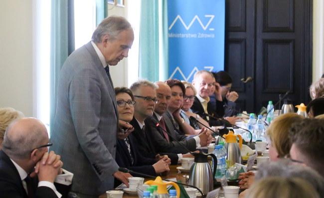 Minister zdrowia Marian Zembala na spotkaniu z pielęgniarkami /PAP/Paweł Supernak /PAP